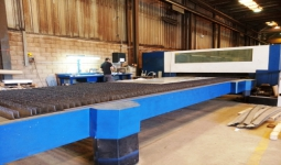 Laser cutting center Trumpf Trumatic L 6050, used, new in 2005.