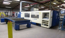 Laser cutting center Trumpf TRUMATIC L 2530 Plus, used, new in 2006.